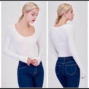 Tops - 💐Light Weight Off-White Scoop Neck Bodysuit 💐